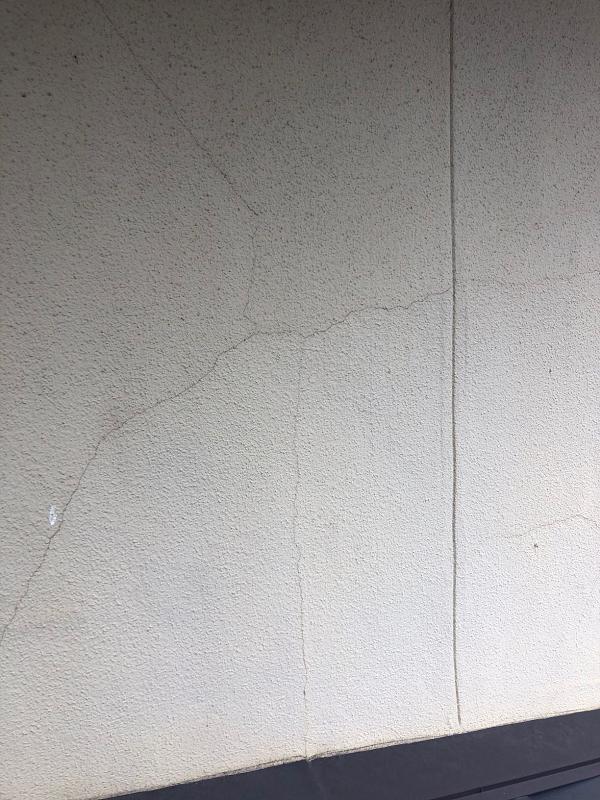 神奈川県藤沢市 外壁塗装 雨樋修理 事前調査 クラック(ひび割れ)