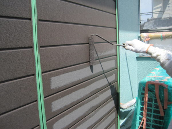 神奈川県茅ヶ崎市 外壁塗装 付帯塗装 雨戸塗装 施工者写真
